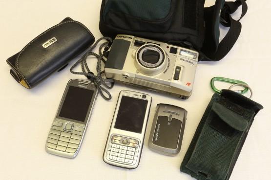 2 puhelinta GPS kamera