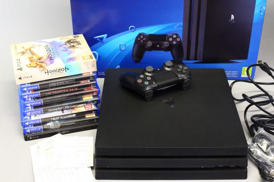 PS4 Pro ja 8 peliä